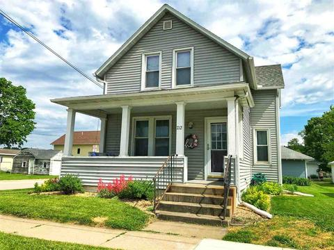 712 Heivly St, Decorah, IA 52101