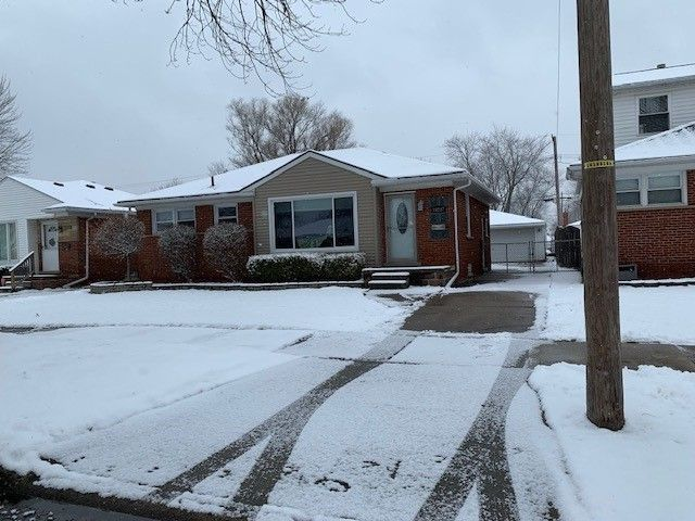 29207 Ursuline St Saint Clair Shores, MI 48081