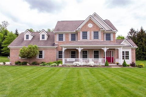 Photo of 8816 Mapleleaf Dr, Westfield Center, OH 44251