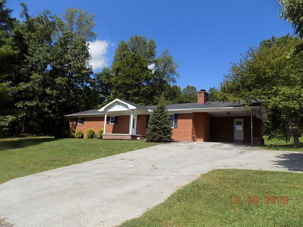 1549 N Charles G Seivers Blvd, Clinton, TN 37716