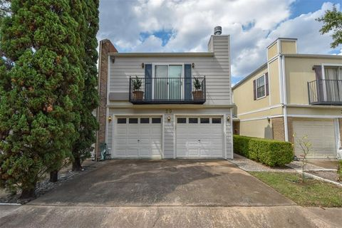 Photo of 20 Townhouse Ct, Bellaire, TX 77401