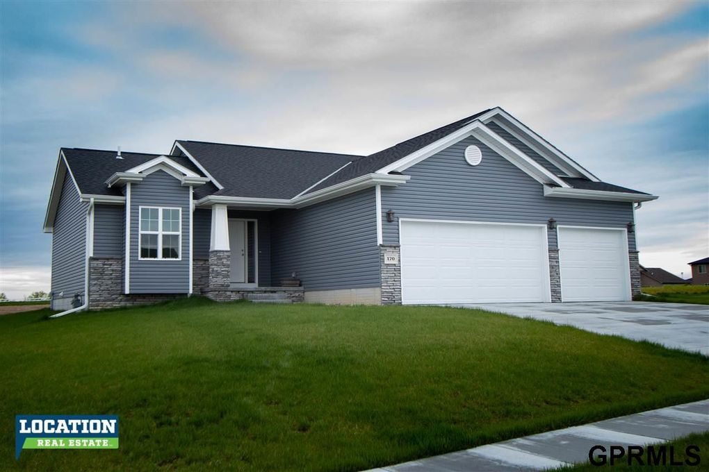 170 Woodland Blvd, Hickman, NE 68372