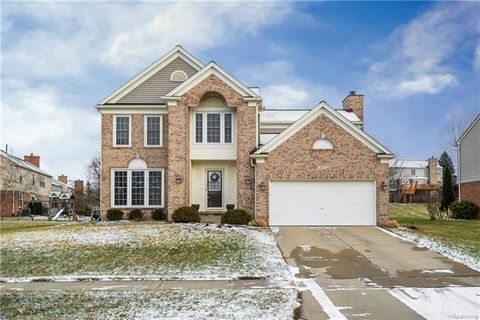 Photo of 3655 Green Meadow Ln, Lake Orion, MI 48359