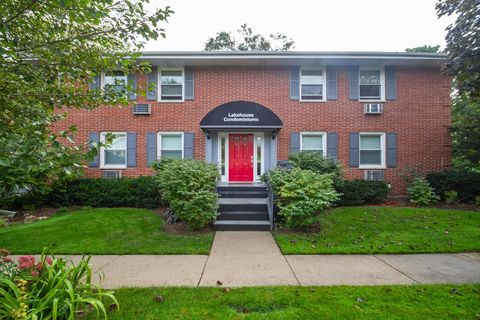 Photo of 1335 W Main St Apt 4, Lake Geneva, WI 53147
