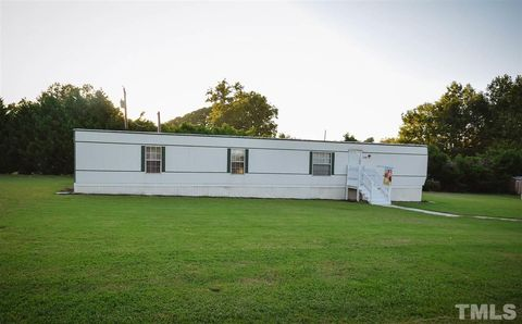 Photo of 1009 Wigeon Ln, Clayton, NC 27520