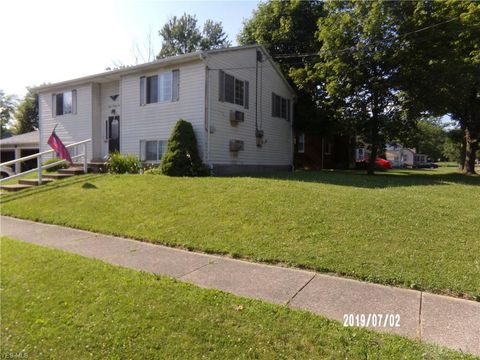 Photo of 302 Westminster Ave W, Youngstown, OH 44515