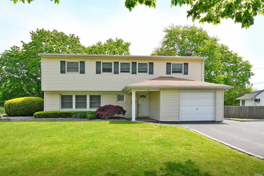 1 Blue Spruce Ln, Commack, NY 11725