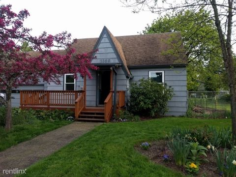 Photo of 1300 Ne 18th St, McMinnville, OR 97128