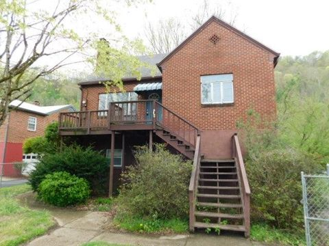 Photo of 308 Stepp Blvd, Williamson, WV 25661