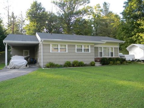 Photo of 1005 N 25th St, Middlesboro, KY 40965