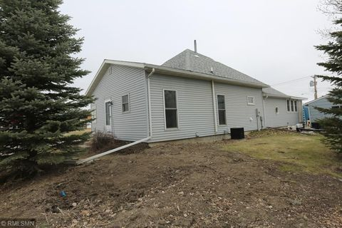 Photo of 113 7th St, Dawson, MN 56232