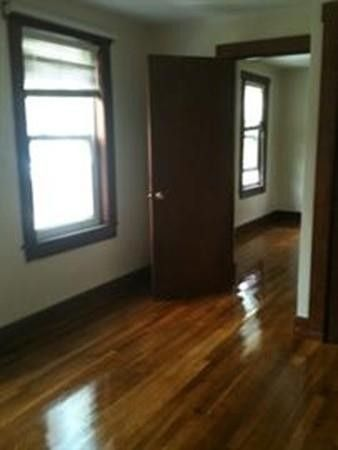 102 Central St Apt 2, Rockland, MA 02370