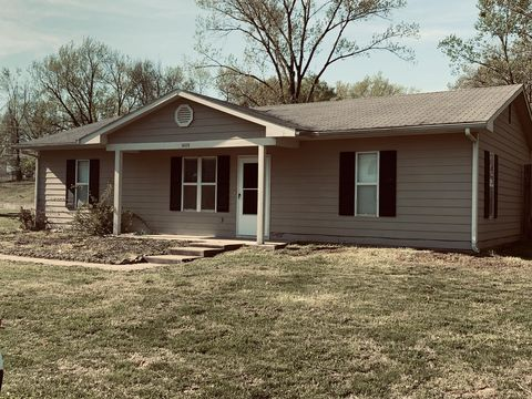Photo of 1409 Brook Ln, Boonville, MO 65233
