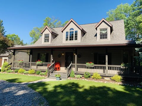 Fabulous 48636 Real Estate Homes For Sale Realtor Com Interior Design Ideas Gentotryabchikinfo