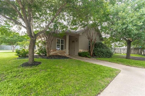 Photo of 512 Brookside Dr E, Bryan, TX 77801