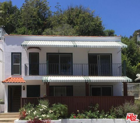 Hollywood Heights, Los Angeles, CA Real Estate & Homes for