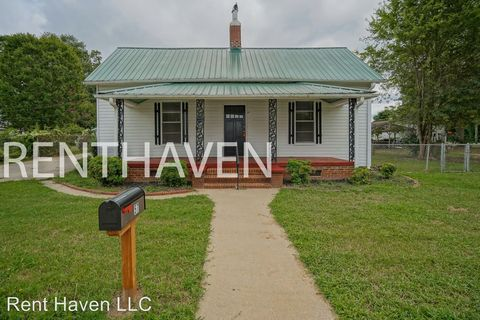 Photo of 57 S Lyons St, Anderson, SC 29624