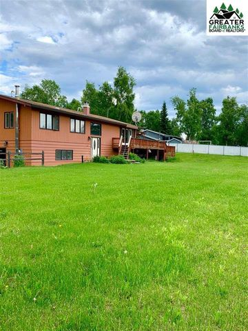 Photo of 818 Skyline Dr, Fairbanks, AK 99712