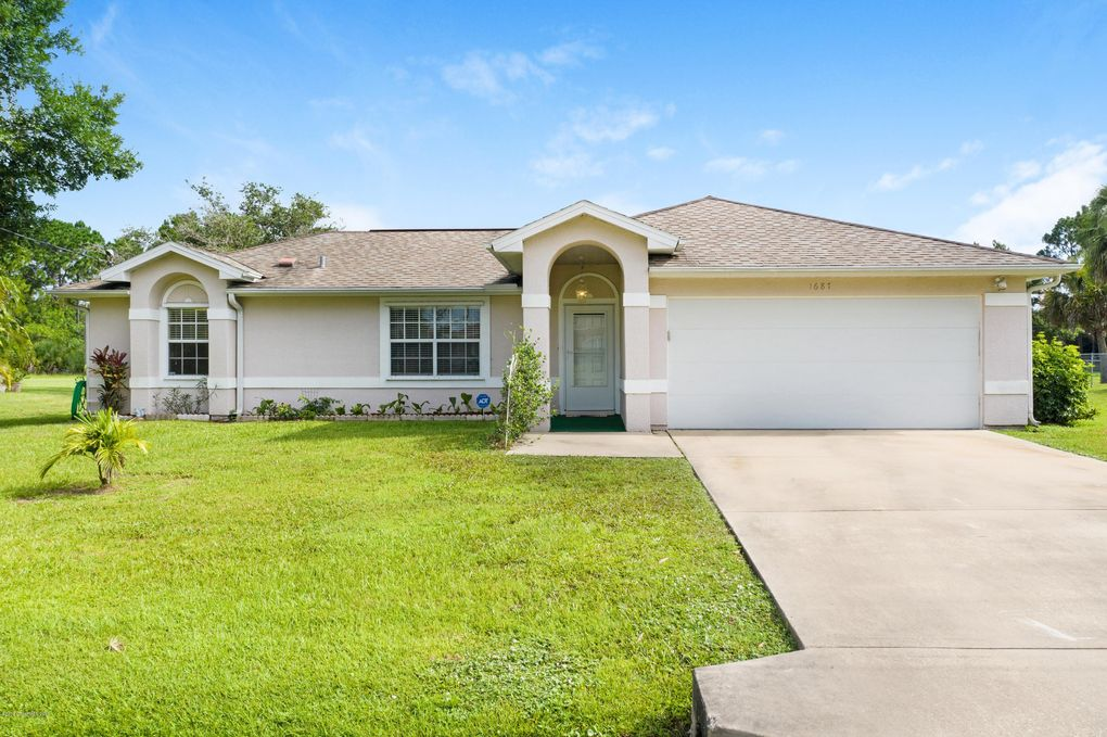 1687 Heartwellville St NW Palm Bay, FL 32907