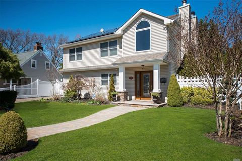 Photo of 2401 Madison Dr, East Meadow, NY 11554