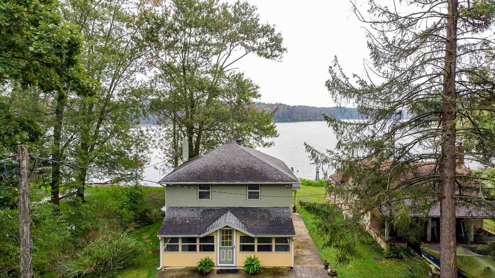 9696 N Steinbarger Lake Dr Wawaka, IN 46794