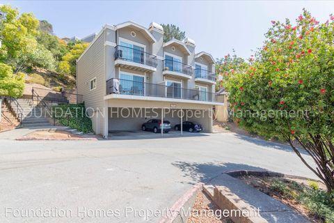 Photo of 10 Professional Center Pkwy Apt 17, San Rafael, CA 94903