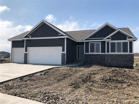 Photo of 721 Mallard Pointe Dr Nw, Bondurant, IA 50035
