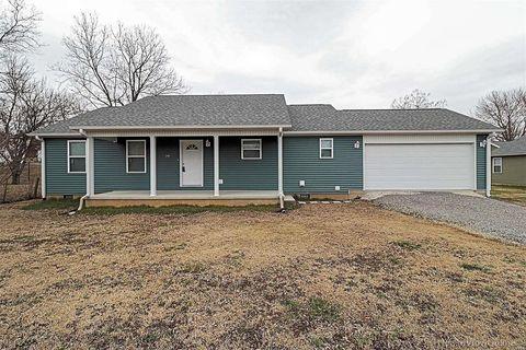 Photo of 310 Keeley Ave, Scott City, MO 63780