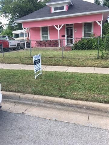 Photo of 1041 Glen Garden Dr, Fort Worth, TX 76104