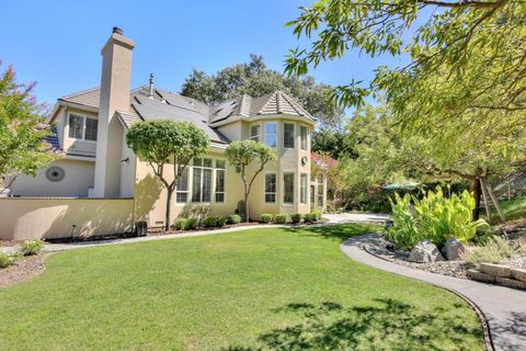2240 Country Dr, Gilroy, CA 95020