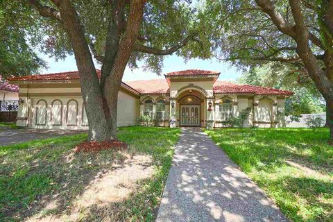 Photo of 8107 Estate Dr, Laredo, TX 78045