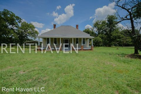 Photo of 301 Elmwood Ave, Pinewood, SC 29125