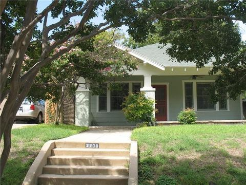 Photo of 2208 Mistletoe Blvd, Fort Worth, TX 76110