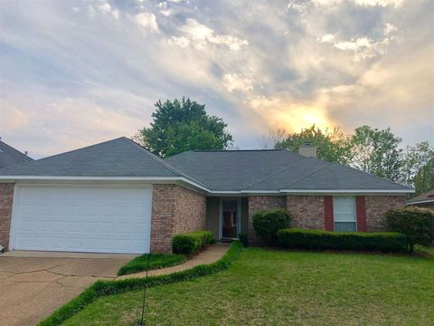 Photo of 588 Acorn Ln, Brandon, MS 39047