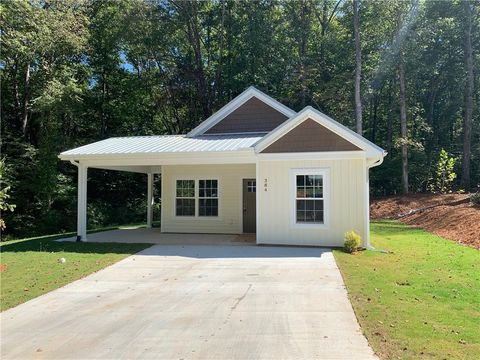Photo of 384 E Woodland Dr, Walhalla, SC 29691