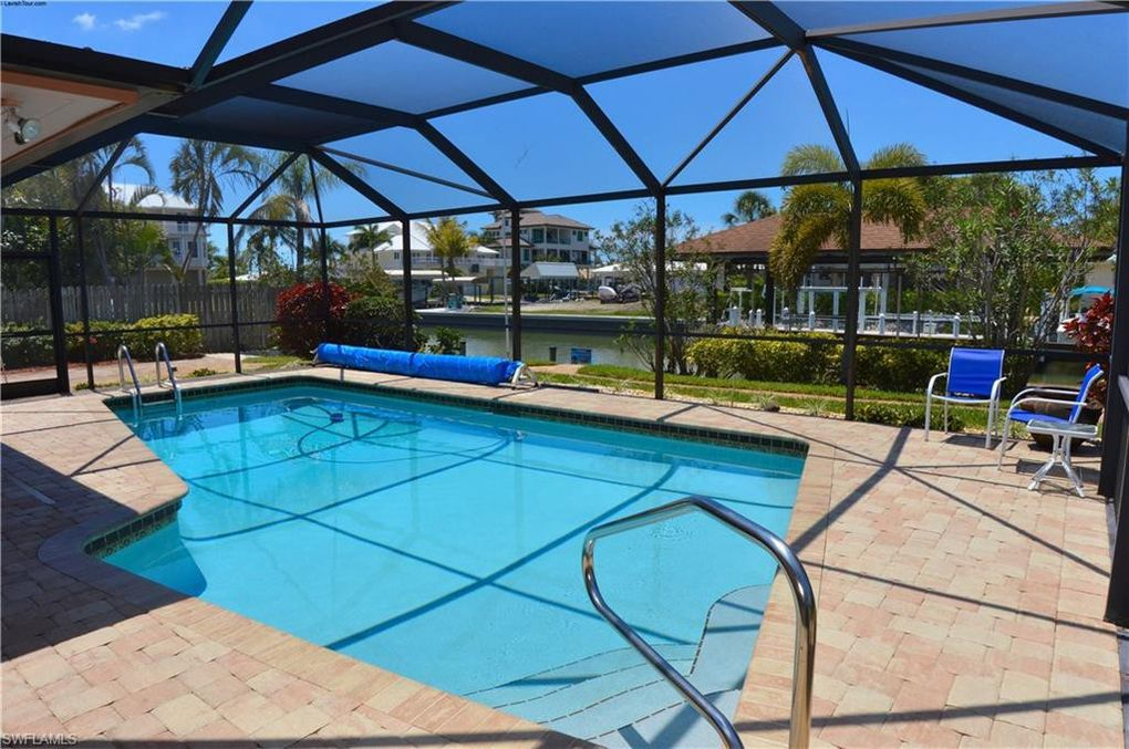 119 Sea Horse Ln Fort Myers Beach, FL 33931