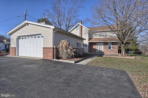 Photo of 20 Division St, Pine Grove, PA 17963