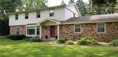 Photo of 18495 Gate Post Rd, Brookfield, WI 53045