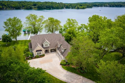 Photo of 5404 W Lake Dr, West Bend, WI 53095