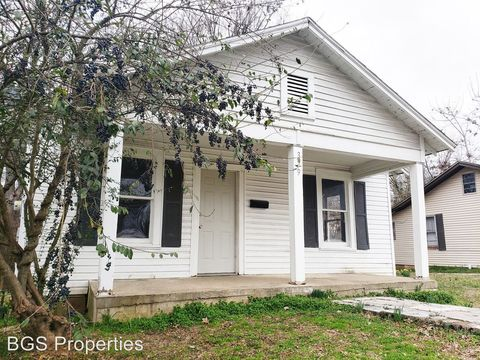 Photo of 329 Bell Ave, Dyersburg, TN 38024