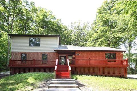 236 Hickory Ln, Eureka, MO 63025