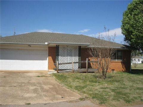 701 N Randall Ave, Elk City, OK 73644