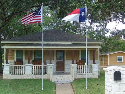 118 S 13th St, West Columbia, TX 77486