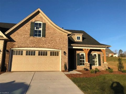 Photo of 603 Plantation Village Dr, Clemmons, NC 27012
