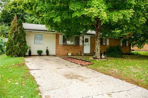Photo of 606 Grovewood Dr, Beech Grove, IN 46107