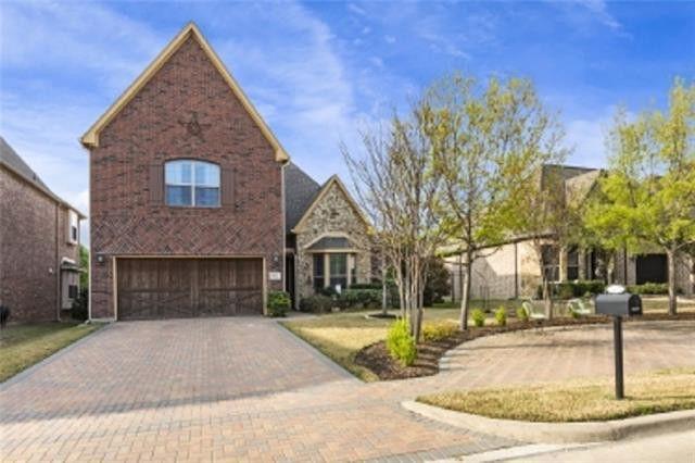 8424 Town Walk Dr, North Richland Hills, TX 76182