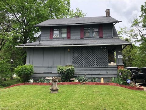 Photo of 570 Willis Ave, Youngstown, OH 44511