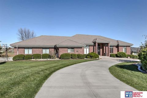 Photo of 4021 Thorn Ct, Lincoln, NE 68520