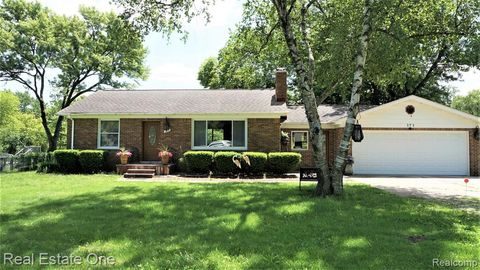 Photo of 171 Blanche Dr, Troy, MI 48098