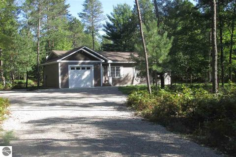 Photo of 10360 W Rosted Rd, Lake City, MI 49651